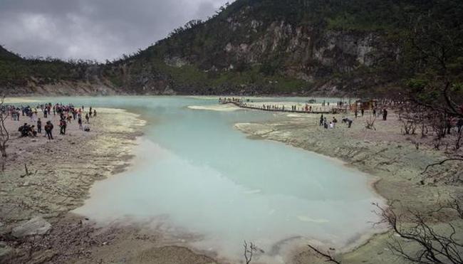 Tempat Wisata Kawah Indah di Jawa